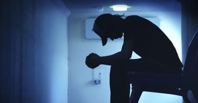 El suicidio es un problema de salud pública que genera muchos conflictos emocionales, no sólo para quien lo lleva a cabo, sino también para los familiares, amigos o personas cercanas a la víctima. De acuerdo con datos de la Organización Mundial de la Salud (OMS) se registran un millón de suicidios al año, y se estima que en 2020, esta cifra podría ascender a 1.5 millones. En México, de 1990 a 2010, se duplicó la cifra de suicidios.