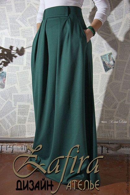 Купить или заказать Юбка в пол ' Изумрудный город' в интернет-магазине на Ярмарке Мастеров. Длинная трикотажная юбка.Цвет на фото-темно-зеленый,изумрудный.Материал-плотный теплый трикотаж,с содержанием шерсти(30%).