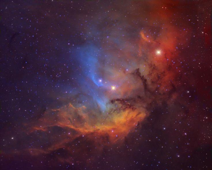 Esta es la Nebulosa del Tulipán, también conocida como Sh2-101. Se encuentra en la constelación del Cisne, a unos 8.000 años-luz de distancia de la Tierra. Está iluminada, principalmente, por una estrella azul joven, y muy masiva, llamada HDE 227018, que aparece en el centro de la imagen. #astronomia #ciencia