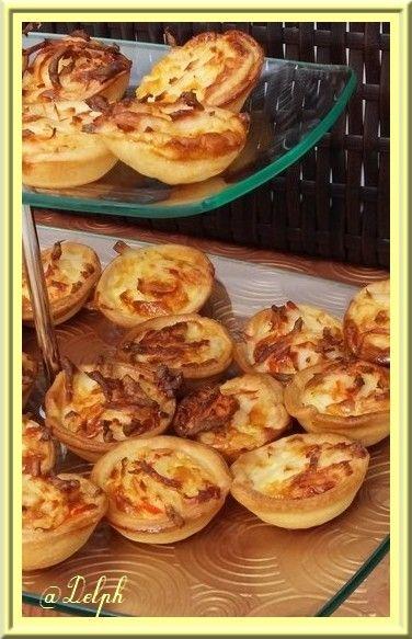 Et hop encore un petit apéro pour fêter le week end, je vous partage cette recette trouvée sur mon magazine cuisine actuelle. Ingrédients: 1 pâte brisée 2 œufs 35cl de crème fraîche liquide 200g de miette de crabe 2 oignons fanes Piment d'Espelette Sel...