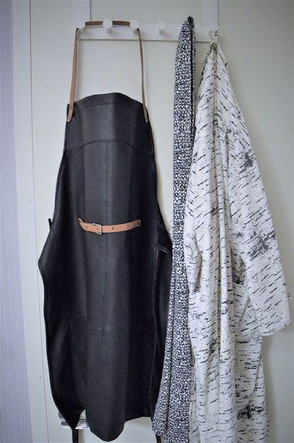 Mitt arkiv: Läderförkläde av jacka och bälte