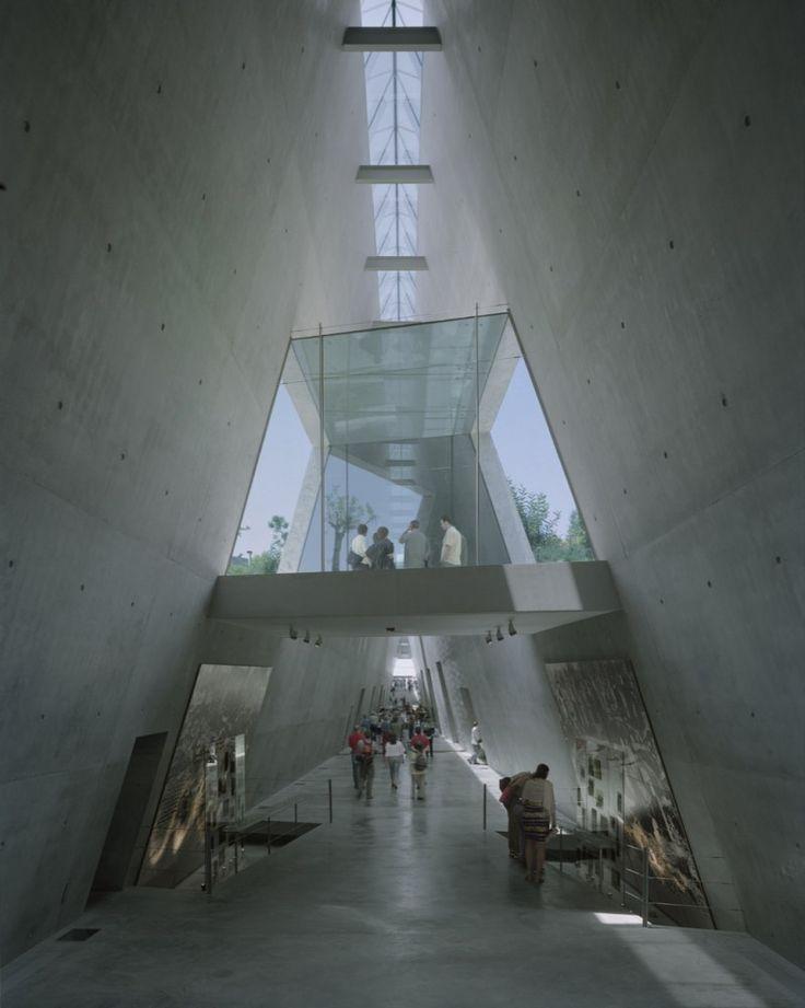 Yad Vashem Holocaust Museum / Safdie Architects