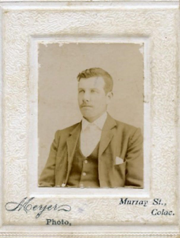 Produced by : Meyer, Murray St, Colac; Subject : Joe WILSON; Source : M. Lamanna