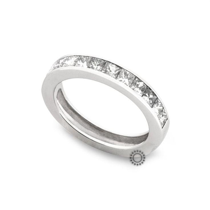 Εντυπωσιακό σειρέ δαχτυλίδι από λευκόχρυσο 18 καρατίων με τετράγωνα καρέ διαμάντια (princess cut) | Δαχτυλίδια με διαμάντια στο κοσμηματοπωλείο ΤΣΑΛΔΑΡΗΣ στο Χαλάνδρι #σειρέ #διαμάντια #δαχτυλίδια #λευκόχρυσος #rings