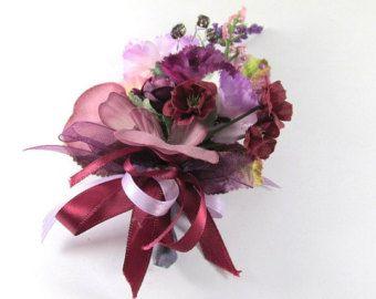 Corsage orquídea radiante o flor en el ojal de púrpura, violeta y lavanda (BTN.1302.13)