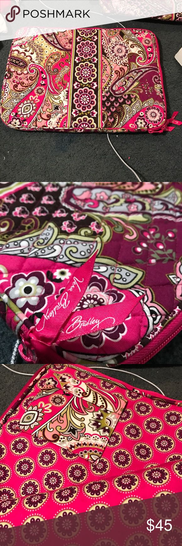 """Vera Bradley quilted laptop bag - very berry This quilted Vera Bradley laptop case fits a 15"""" laptop and includes an inner pocket that can fit a flash drive, external hard drive, or a laptop charger! This is in the Very Berry pattern and pairs with the tote bag that i also have listed! Never used! Vera Bradley Bags Laptop Bags"""