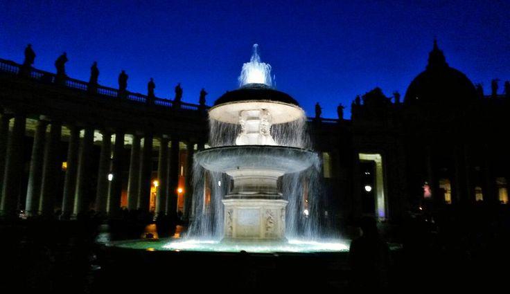 The fountain at the Piazza San Pietro. Dec 2nd 2015. #rome #rooma #italia #italy #stpetersbasilica #basilica #kirkko #church #vatican #vatikaani #samsunggalaxys4active #fountain