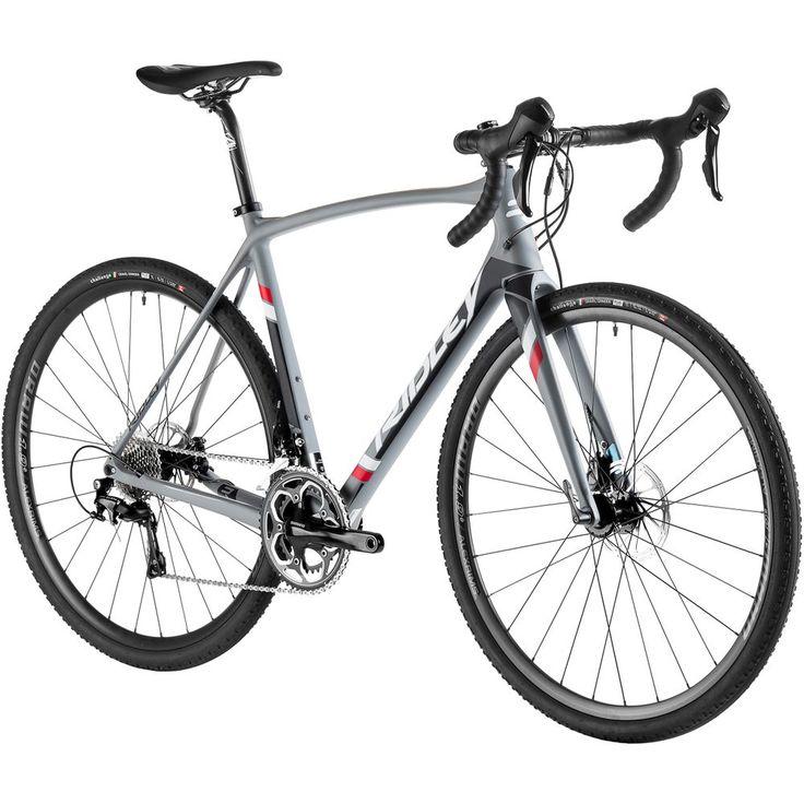 Quel type de vélo peut bien tenir son bout dans les sorties sur route avec votre club cycliste, les circuits rigoureux sur le gravier et les courses de cyclocross dans une seule et même fin de semaine? Il n'y en a qu'un: l'incroyablement polyvalent vélo X-Trail de Ridley. Sa géométrie combine l'excellente manœuvrabilité d'un vélo de cyclocross à la rigidité et la stabilité à haute vitesse d'un vélo de route. Vous pouvez donc rouler à peu près n'importe où. Grâce à son grand dégagement…