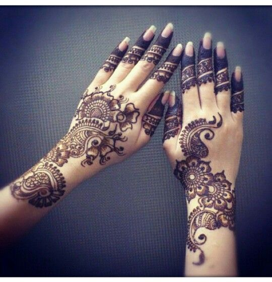 Mehndi Henna By T : I love how the hands don t match henna mehndi