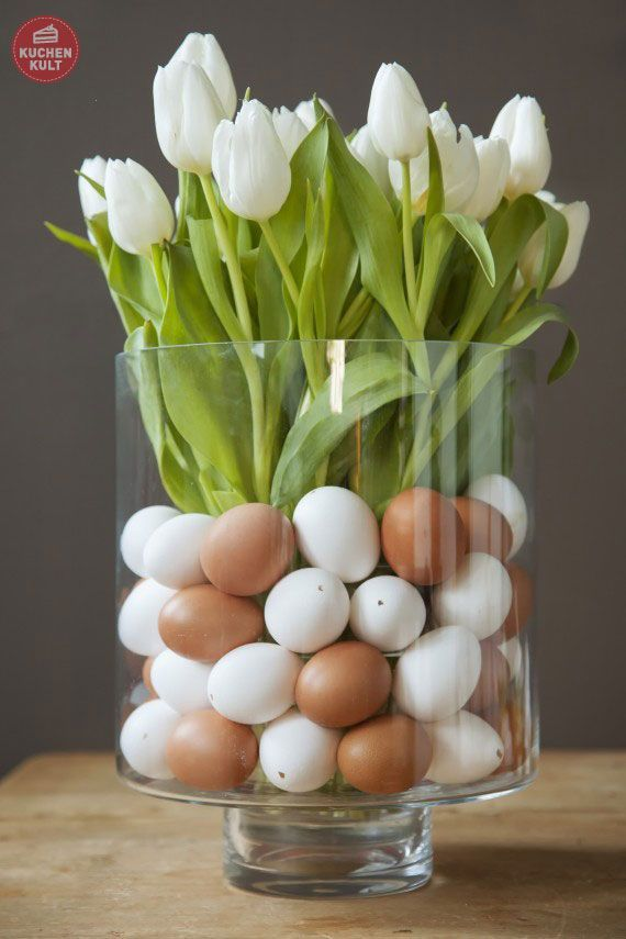 "Tulpen mit ""#Eier im Glas"", #Osterdeko mit Blumen; flower decoration for easter, eggs in a glass"