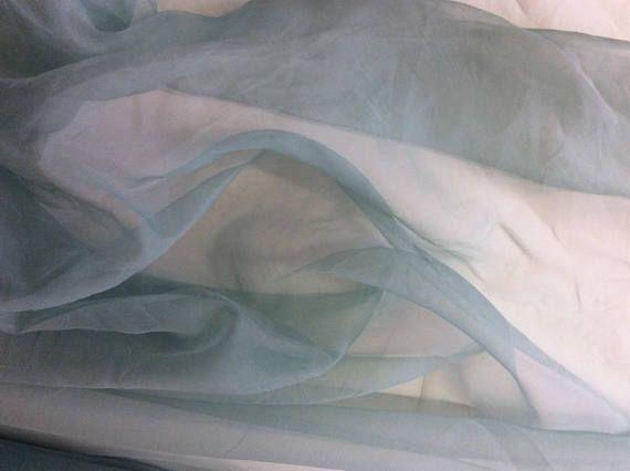 Organza de soie vendu par multiples de 25cm, couleur vert amande tendre