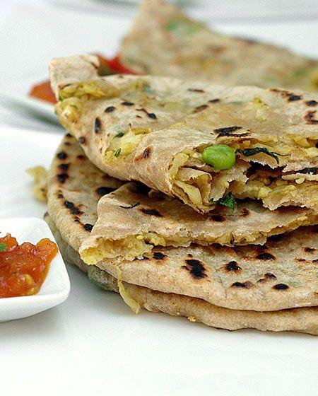 Bonjour et bienvenue dans mon blog cuisine . Aujourd'hui nous allons préparer des Paranthas de chou-fleur (appelé Gobhi en Inde ). Ce sont des pains indiens qui sont très populaires en hiver. Pour faire cette recette indienne, il faut : 200g de chou-fleur...