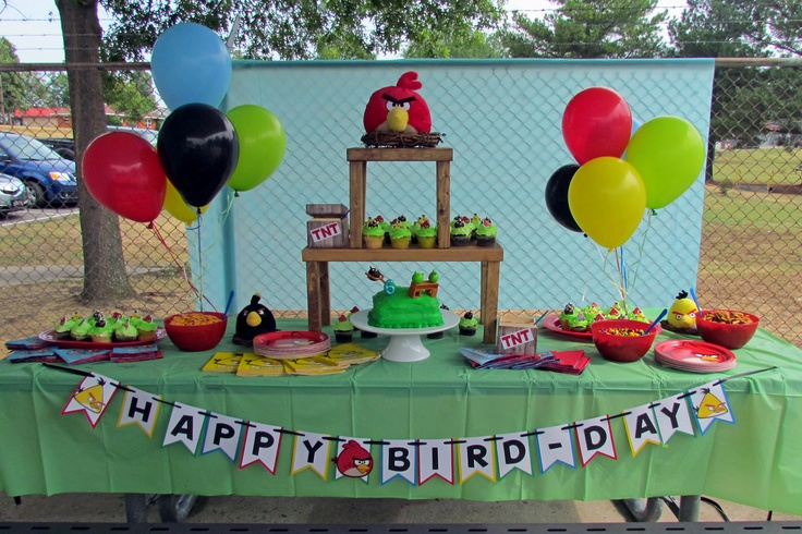 Angry birds party table decor party ideas pinterest for Angry birds decoration ideas