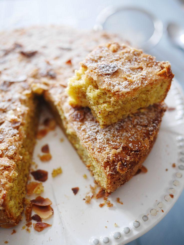 Alors là, si comme moi vous aimez les amandes, n'hésitez pas ! C'est juste le meilleur gâteau aux amandes que je n'ai jamais mangé. Un goût puissant, une texture douce humide ... et la croûte craquant sous la dent ... c'est réellement le gâteau juste...