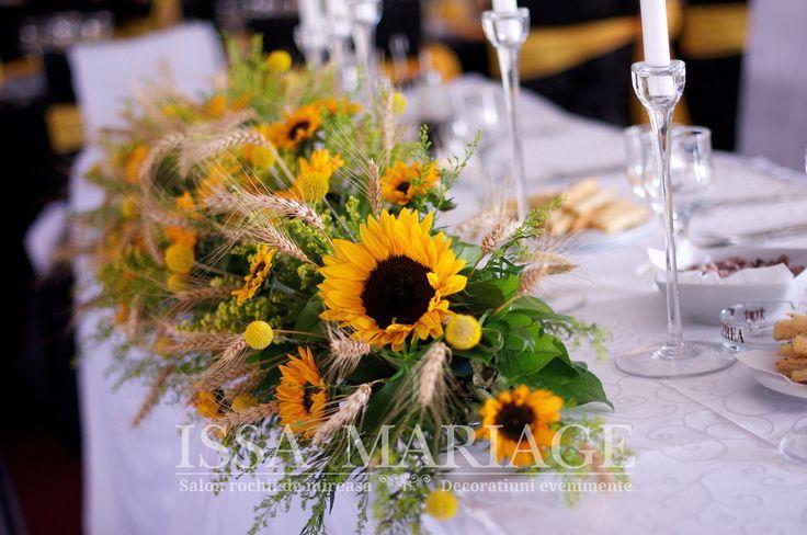 Decoratiuni florale masa prezidiu IssaEvents