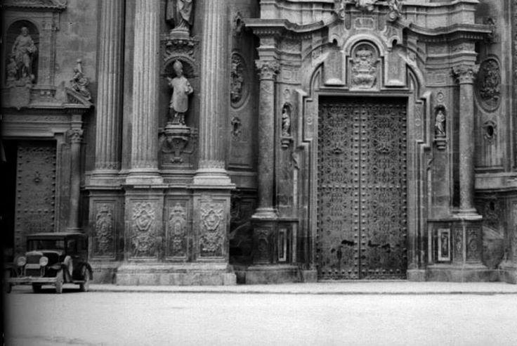 Catedral puerta 1930.via Museo Huertano de Murcia