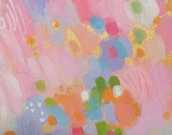 Vielen Dank für die Zeit, um meine Kunstwerke zu sehen. Alle meine Bilder sind original, eine Art Kunstwerke. Diese ursprüngliche abstrakte Malerei ist weich, skurril und zart in Korallen, Lavendel, grau, hellgrün, rosa und Gold. Dieses Kunstwerk ist perfekt für ein Baby Kinderzimmer, aber