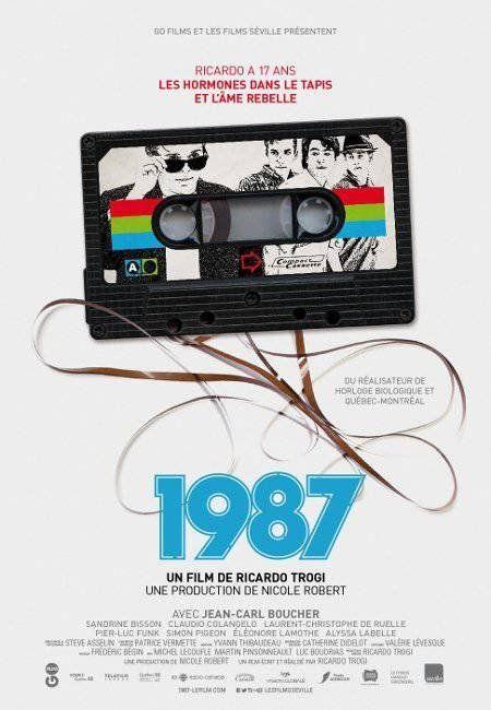 """1987 - Ricardo Trogi 2014 - DVD08121 -- """"En 1987, Ricardo a 17 ans. Cet été-là, Ricardo a un programme chargé: perdre sa virginité, trouver une façon d'entrer dans les bars, avoir un char, passer du temps avec ses amis. Pour se faire de l'argent rapidement, Ricardo décide d'exploiter son côté italien & prendre un raccourci dans le milieu du crime. Mais les choses vont se gâter..."""""""