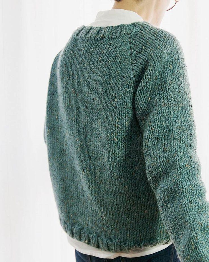 Mañana Socks&co.  estrena #chaqueta #tweedcable,  estoy súper orgullosa la verdad creo que es  tendrá un descuento del 20% durante la semana de su estreno.  Patrón digital en castellano,  en PDF y como todos mis patrones,  sin abreviaturas ni cuenta vueltas,  describe paso a paso la ejecución de esta  prenda. Feliz viernes  #socksandco #tejer #tejidoamano #hazlotumismo #handknit #iloveknitting #knittersofinstagram #knittinglove