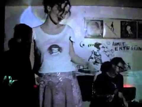 Ilhan Erşahin y Nil Karaibrahimgil - Girl