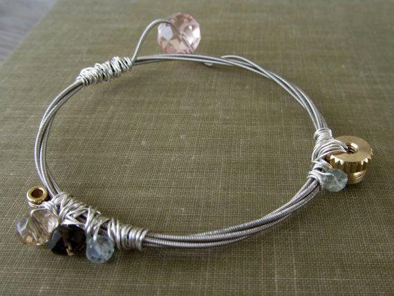 **2***///Il Rocker Pink!  Impilabile Chitarra String braccialetto del braccialetto filo avvolto con Sterling Silver di thechestnutforge