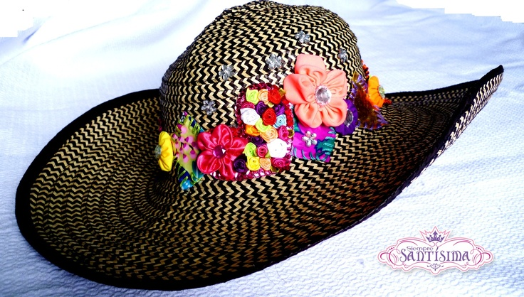 Sombrero tipo vueltiao. Manualidades diversas. Si deseas adquirir los productos de Siempre Santísima, comunícate al 301 418 61 66