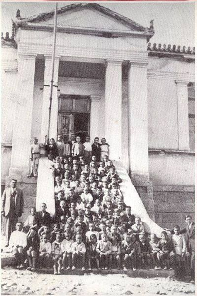 OLD PHOTO FROM AVLONAS ATTICA-Avlonas 1925. The old school built by Andreas Syggros.All rights reserved.