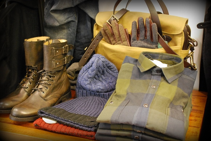 Scarpe Frye - borsa Filson - cappelli Selected - guanti Scotch & Soda