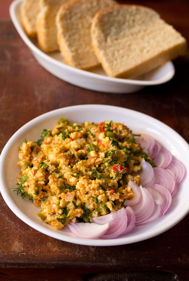 paneer bhurji recipe – spiced scrambled cottage cheese sauted with onions, and tomatoes. quick and easy north indian breakfast or brunch. can be had with rotis, parathas or bread.