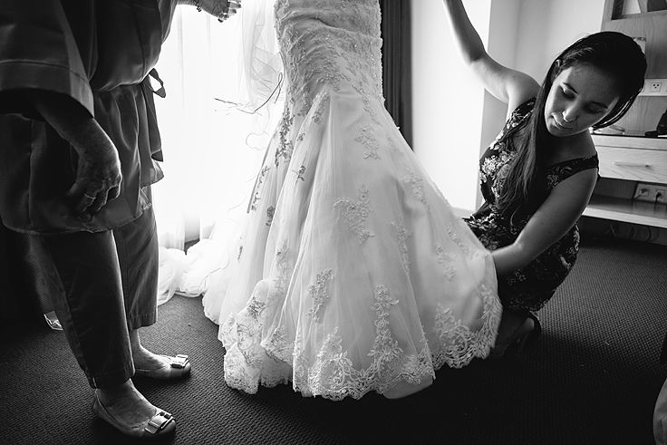 Getting ready. #gettingready #weddingday #weddingdress #weddingphotos