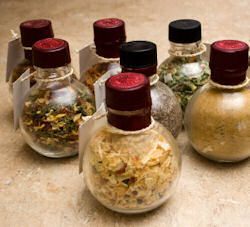 recipe cheat sheet for your own homemade spice mixes including apple pie spice, pumpkin pie spice, italian seasoning, poultry seasoning, the list goes on...