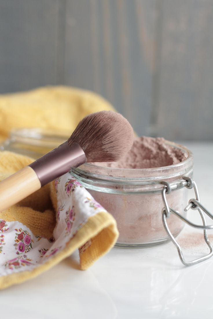 Homemade Foundation Powder Make-Up      1/4 cup arrowroot flour/starch. This is your base. You can go back later and add more if you need a lighter powder.     4 TB cocoa powder or cacao powder     1/4 tsp EACH nutmeg and ginger (if you have more of an olive skin complexion you may need more)     1 tsp cinnamon     2 tsp bentonite clay     10 drops of vitamin e     12 drops of lavender essential oil