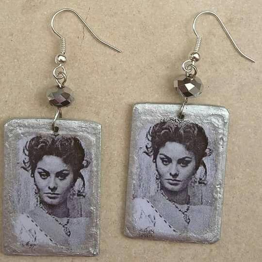 """Collezione MITI - orecchini Sophia Loren in alluminio e cristalli. Segui la pagina Facebook """"La Bancarelga by Elga Gioielli"""" #gioielli #fattoamanoinitalia #fashion #handmade #madeinitaly #artigianato #jewels #madewithlove❤️ #earrings #fattoamano #handmade #sophialoren  #madewithlove"""