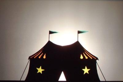 Le cirque en théâtre d'ombres ombres chinoises