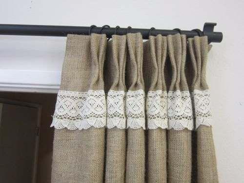 divinas cortinas en arpillera convinadas con puntilla.