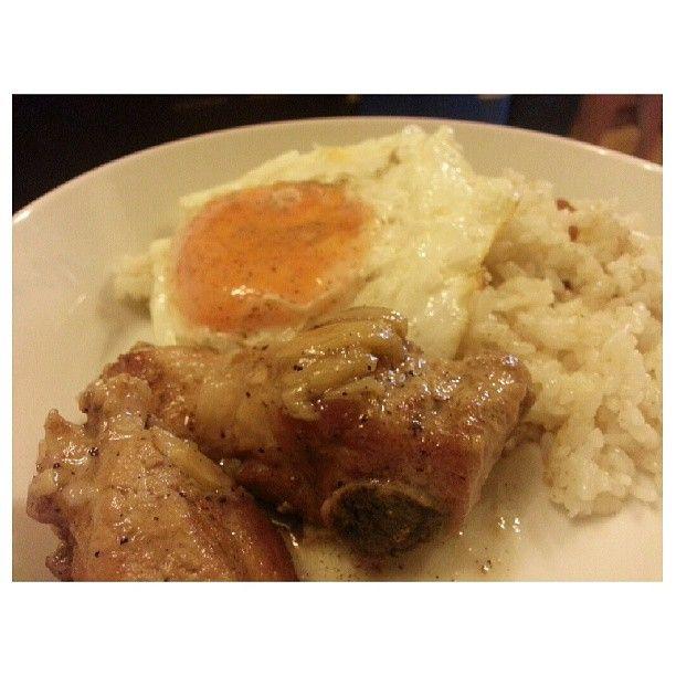 #pork #adobo #sunnysideup w/ #garlic #rice for #yummy #lunch #filipino #food #philippines #ポーク #アドボ #目玉焼き #ガーリック #チャーハン #フィリピン