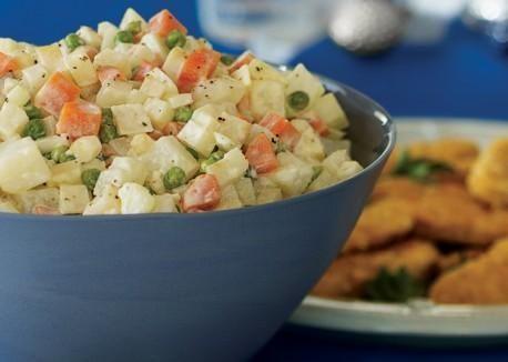 コイの唐揚げの付け合せの「ブランボロヴィー・サラート」(Bramborový salát) ・ポテトサラダは定番になっています。  #czech #food #christmas #Roboraion #potato #salad #japanese #culture #tradition