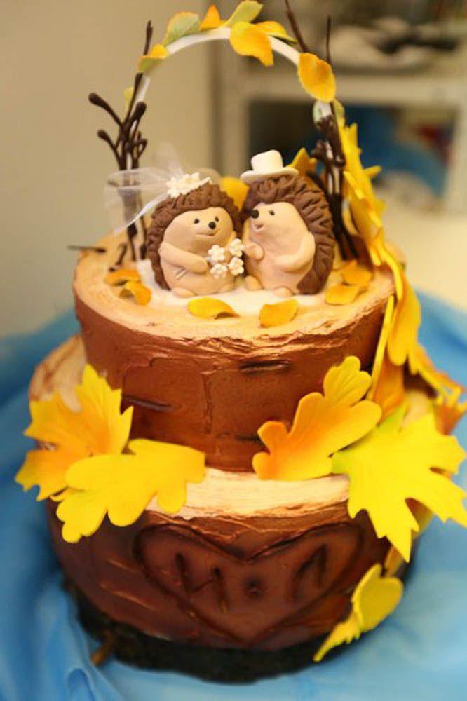 A fine combination of two styles Boho and rustic in wedding cake decoration, Свадебный торт оформленный нежным кремом и элементами из сахарной пасты для осенних торжеств с милыми фигурками.