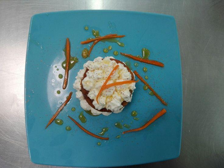 Tarta de zanahoria con crema de queso y miel