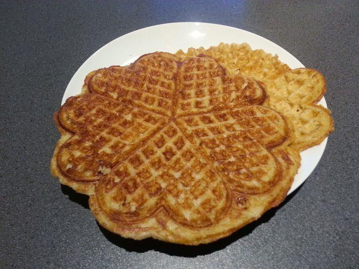 Nemme vafler   Glutenfri og veganske (mælke og æggefri)          Jeg har fået mig en ny toaster, som har udskiftelige plader. En af pladern...