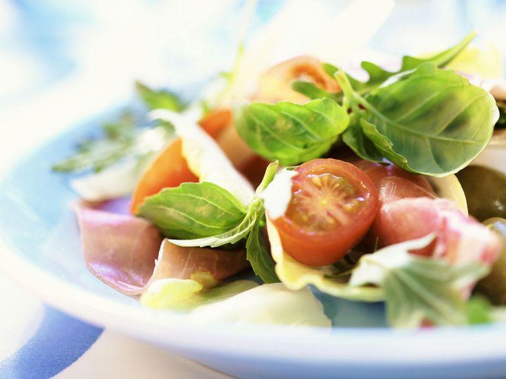 Schinkenrollen mit Parmesan, Kirschtomaten und Basilikum - smarter - Zeit: 20 Min. | eatsmarter.de