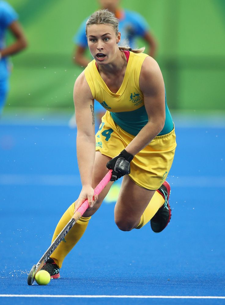Mariah Williams of Australia dribbles the ball during the Women's Pool B Match between India and Australia on Day 5 of the Rio 2016 Olympic Games at the Olympic Hockey Centre on August 10, 2016 in Rio de Janeiro, Brazil.