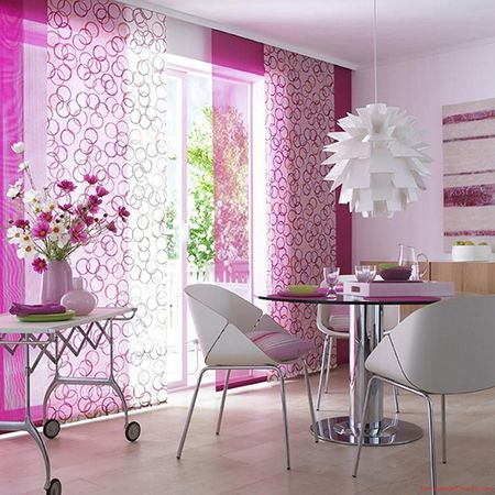 Combinación de distintos paneles estampados y lisos en tonos morados