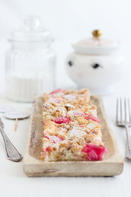 rhubarb cheese cake with almond streusel