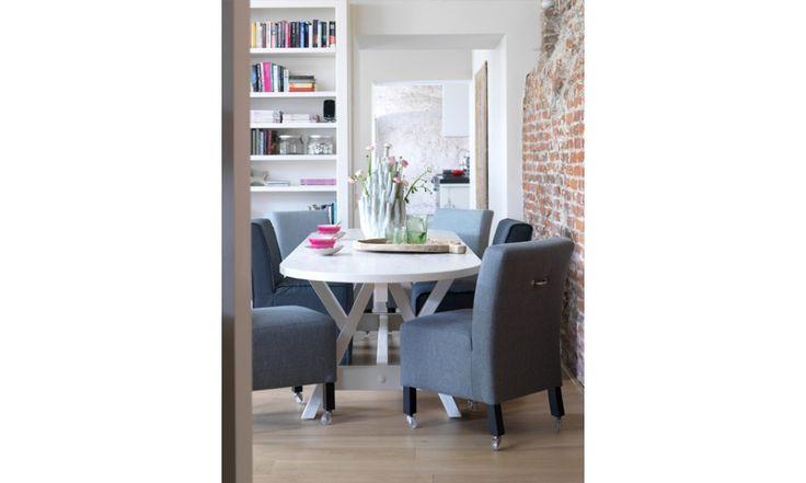 Mano. Eetkamerstoel Mano van Coming Lifestyle is een zeer comfortabele stoel die op veel manieren geleverd kan worden. door de nosag vering gecombineerd met een hoogwaardige vulling in zowel zit als rug,  is het zitcomfort van deze luxe stoel onovertroffen. Leverbaar met losse hoes, vaste stoffering, op wiel, vaste poot, met of zonder handgreep en zelfs als bankje van 1.20 breed, in vele stof- en ledersoorten. http://www.winjewanje.nl/eetkamerstoel-mika-1506