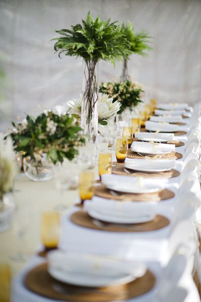 green white and gold table setting & 120 best Gold Charger Plates images on Pinterest | Wedding tables ...