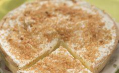 Puddingtaart met slagroom en nootjes  130 g Imperial zelfrijzend bakmeel 30 g maïzena 80 ml melk 5 g verse gist 20 g lichte cassonade 2 g zout 1  ei 40 g zachte boter Voor de pudding: 1  zakje vanille puddingpoeder Imperial 0.5 l melk 200 g room 2  zakjes gelatinepoeder Imperial