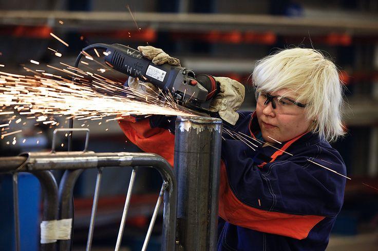 Koneistajat suorittavat kone- ja metallialan perustutkinnossa valmistustekniikan koulutusohjelman. Koneistajat valmistavat metallista erilaisia koneiden ja laitteiden osia ja muita kappaleita sorvaamalla, jyrsimällä, poraamalla ja hiomalla. He työskentelevät mm. metallituotteita ja -rakenteita valmistavissa yrityksissä, sähkö- ja elektroniikkateollisuudessa sekä konekorjaamoissa monipuolisissa valmistus- ja asennustehtävissä.