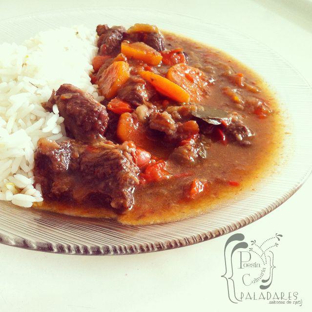 Estofado, Goulash, Estofado Húngaro, guiso, carne, guisado, pimentones, zanahorias, stew, Hungarian Hot Stew,