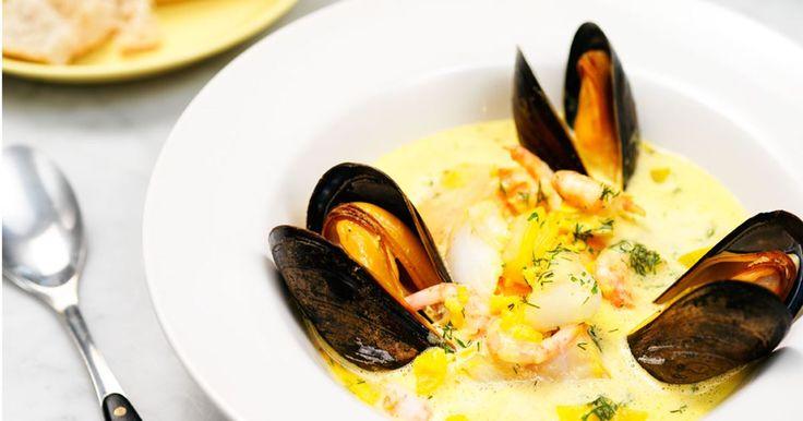 En ljuvlig fisk- och skaldjurssoppa med smak av saffran och citron. En oslagbar kombination.